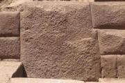 piedra angular descubierta en la antigua pared Inca revela increíble habilidad de los albañiles