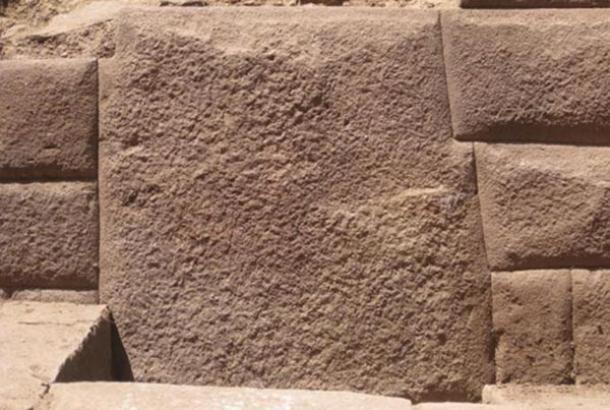 Trece piedra angular descubrió en la antigua pared Inca