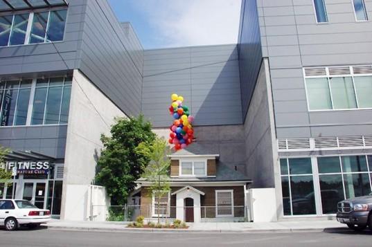 Edith Macefields House 1 537x357 - Edith Macefield: de 84 años de edad que rechazo un millón de dólares y obligó a un centro comercial a construir alrededor de su casa