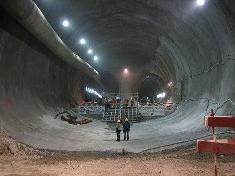 42592 hugetunnel - Ubicación de cien bases militares subterraneas, algunas de ellas auténticas ciudades en USA
