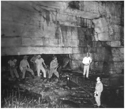 """La misteriosa """"Cueva de los Tayos"""" – hogar de una antigua biblioteca METÁLICA"""