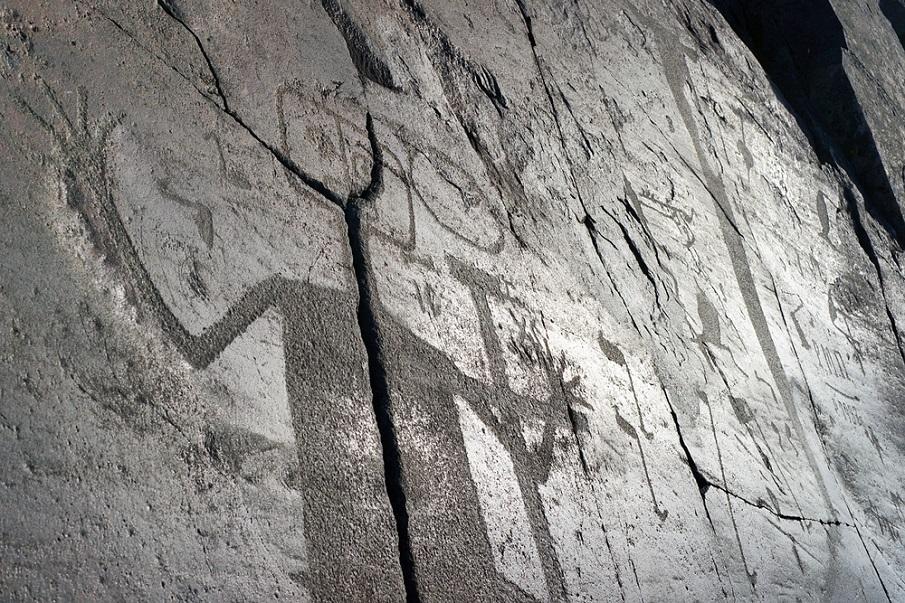 Onega Petroglyph 1 2 - Los Petroglifos Onega: ¿Representaciones de seres celestes desde el 6.000 aC?