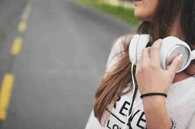 الاستماع إلى القصص الصوتية القصيرة لتعلّم اللغة الألمانية