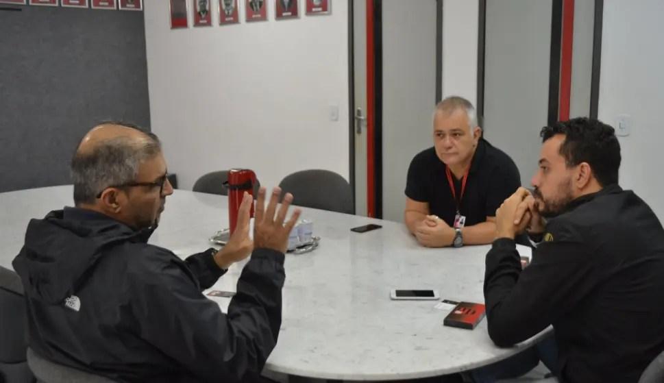 Deportivo Lara visita a Gávea e conhece a área de comunicação do Flamengo