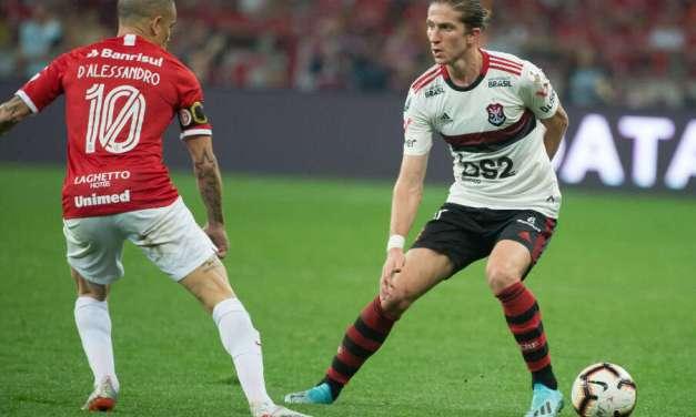 2009x2013x2019: Filipe Luís vence Juan e André Santos, e é eleito o melhor lateral-esquerdo dos últimos anos do Flamengo