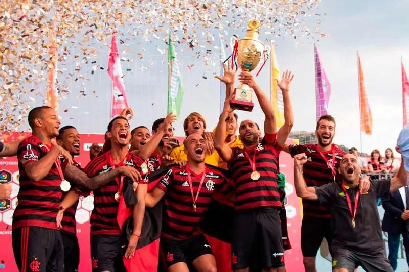 Flamengo Beach Soccer sai perdendo, mas vira e faz história com título Mundial