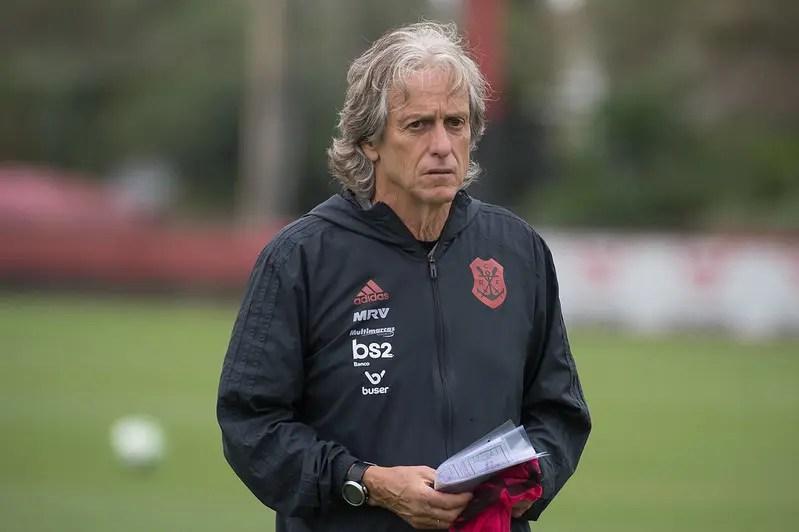 Jorge Jesus revela quando time principal estreia na temporada, avalia elenco e traça Mundial como objetivo