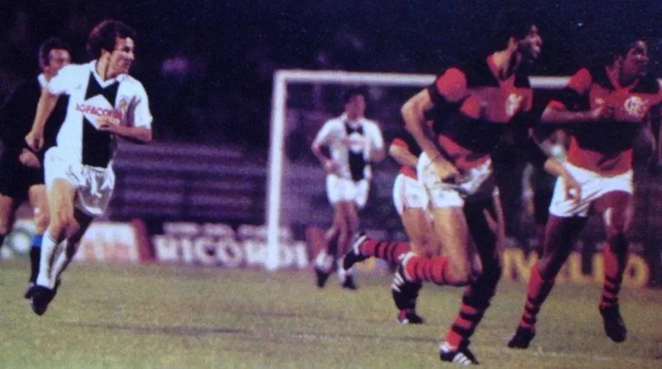Mauricio Neves: Zico contra ele próprio