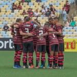 Flamengo erra muito no ataque e não sai do zero na estreia do Carioca