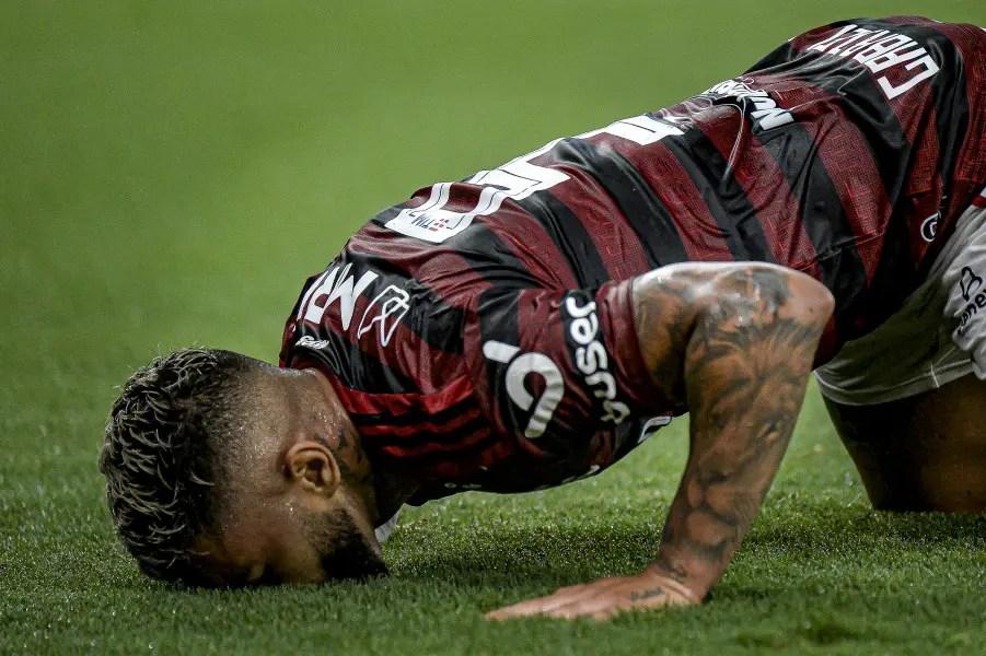 Pedimos para os membros do nosso grupo de Whatsapp elegerem o melhor time do Flamengo de todos os tempos