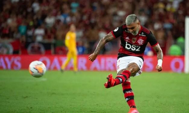 Gabigol chega ao gol 50 no mesmo jogo de Romário – e depois faz mais 2