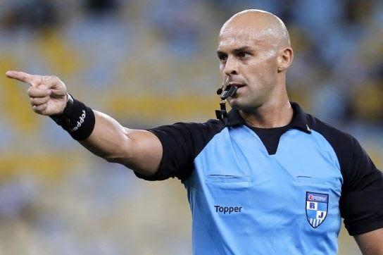 Em 2013, Flamengo entrou com pedido para que o árbitro do Fla-Flu não apitasse mais partidas do clube