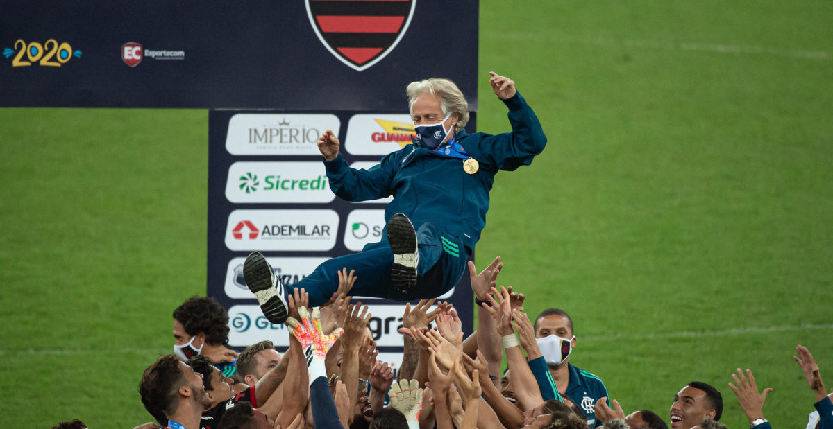 Um ano de Jorge Jesus no Flamengo: cinco títulos, quatro derrotas e centenas de bocas caladas