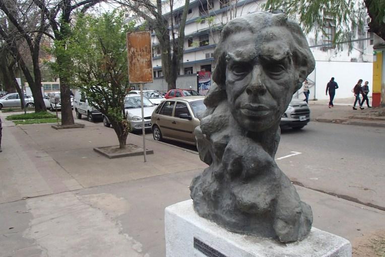 Uma das inúmeras esculturas de Resistencia, Argentina