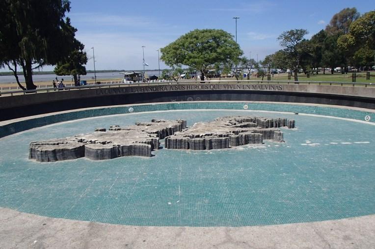 Monumento aos soldados que lutaram na Guerra das Malvinas em Rosário, Argentina.
