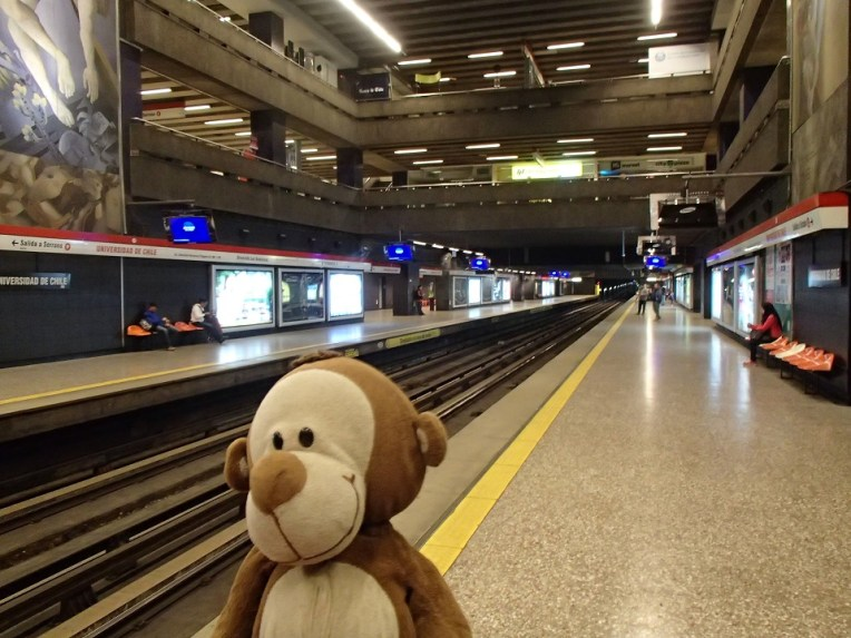 Mucuvinha no metrô de Santiago