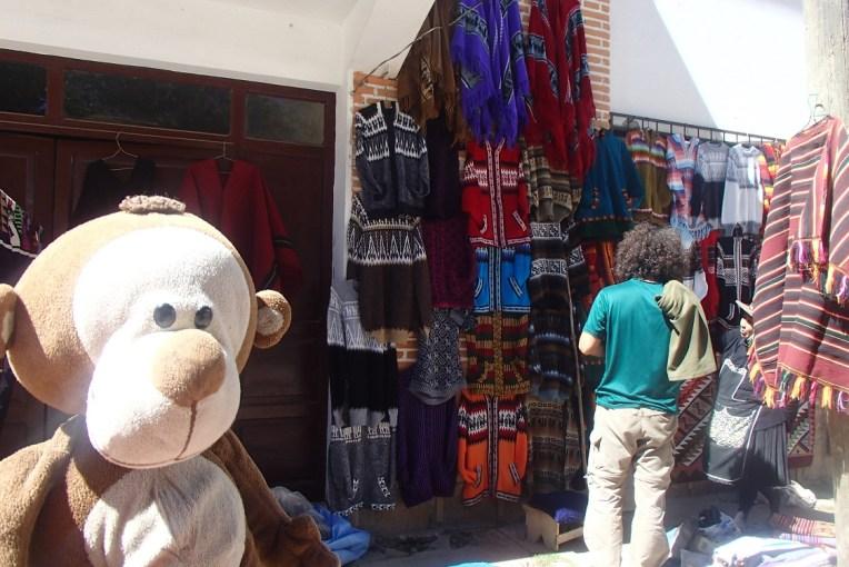 Casacos bordados em Tarabuco