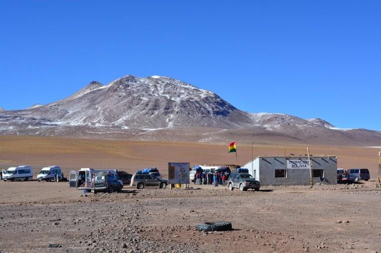 Pequeno posto de imigração com o Chile na região do Salar do Uyuni
