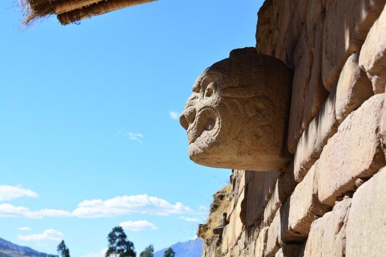 Cabeça esculpida em Chavin