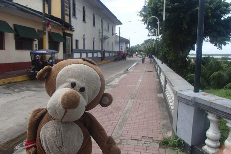 Avenida beira-rio em Iquitos