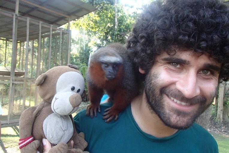 Mucuvinha conhecendo seus parentes distantes em Iquitos