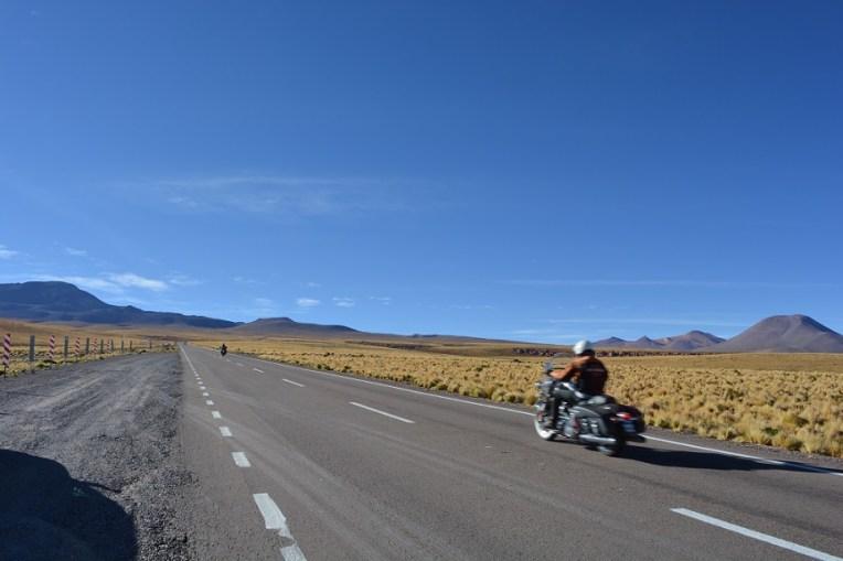 Motoqueiro no deserto do Atacama. Uma das minhas fotos favoritas, mas infelizmente não vendeu nenhuma vez.