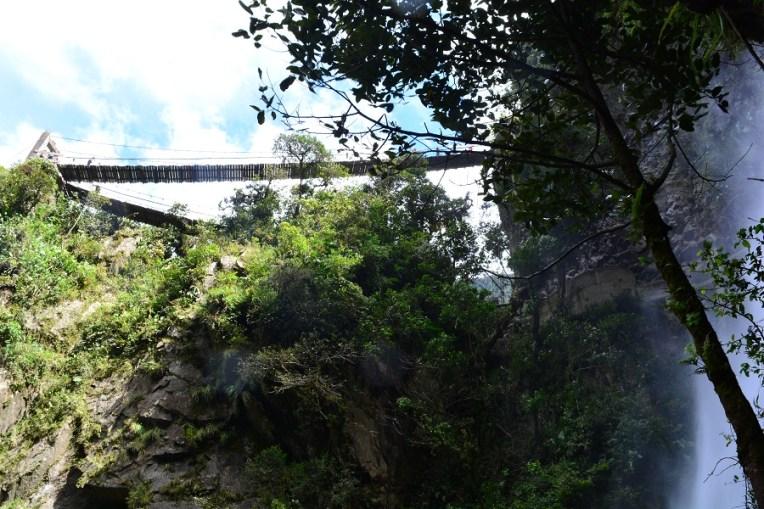 Pela outra entrada é possível subir a estas pontes e ter uma visão do Pailón de cima