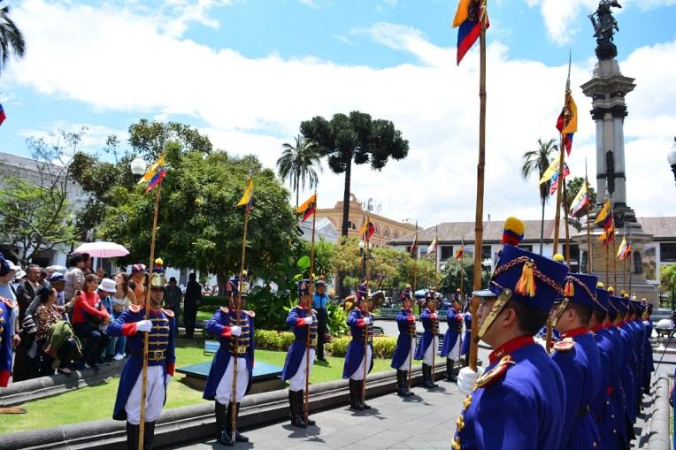 Troca de guarda em Quito