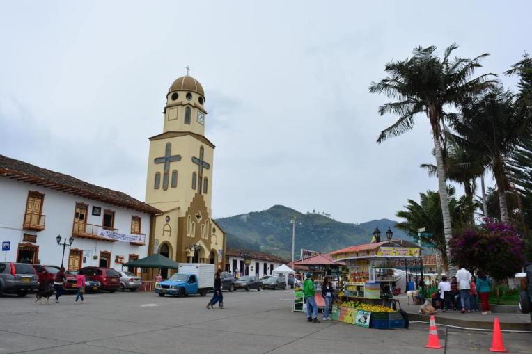 Igreja e praça principal de Salento