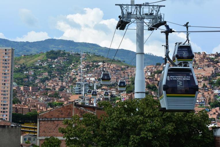 Teleférico em Medellín, com integração gratuita ao metrô