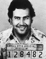 Pablo Escobar preso.