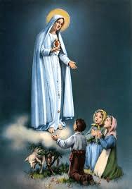 Representação da Virgem de Fátima em sua aparição às três crianças.