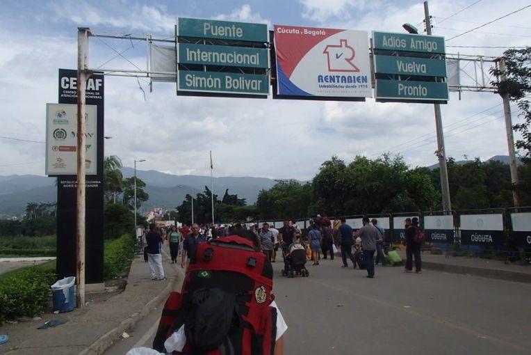 Atravessando a fronteira por Cúcuta