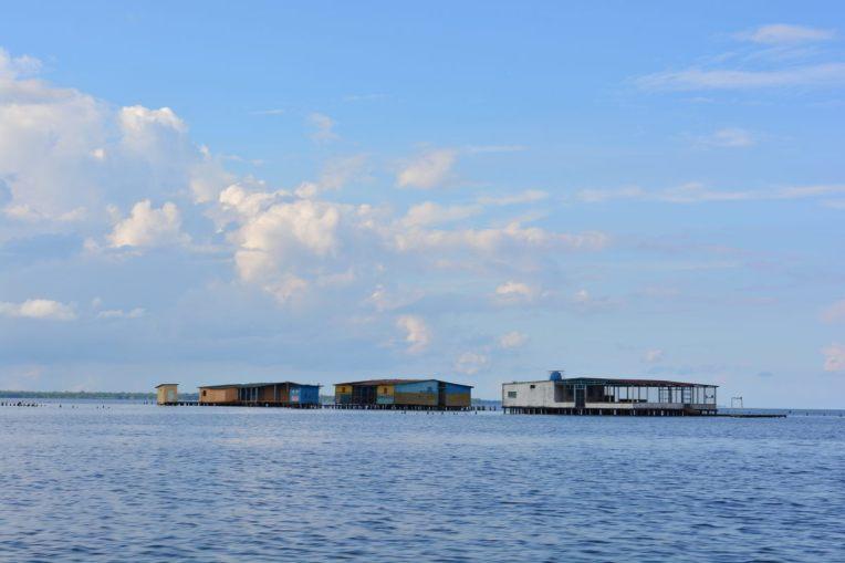 Casas de palafita no lago Maracaibo