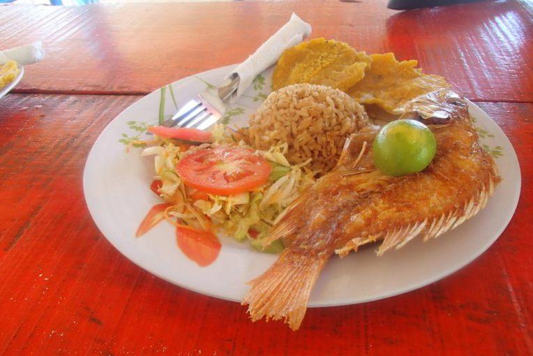 Almoçando na Playa Blanca