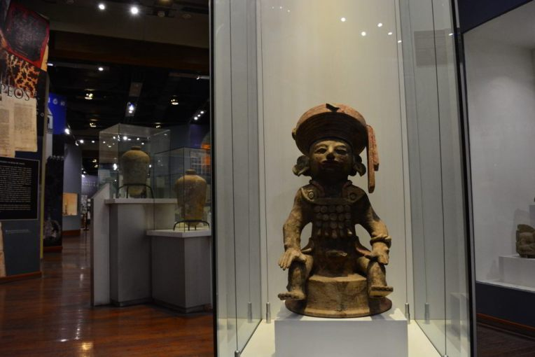 Artefatos maias no Museu de Identidade Nacional de Tegucigalpa