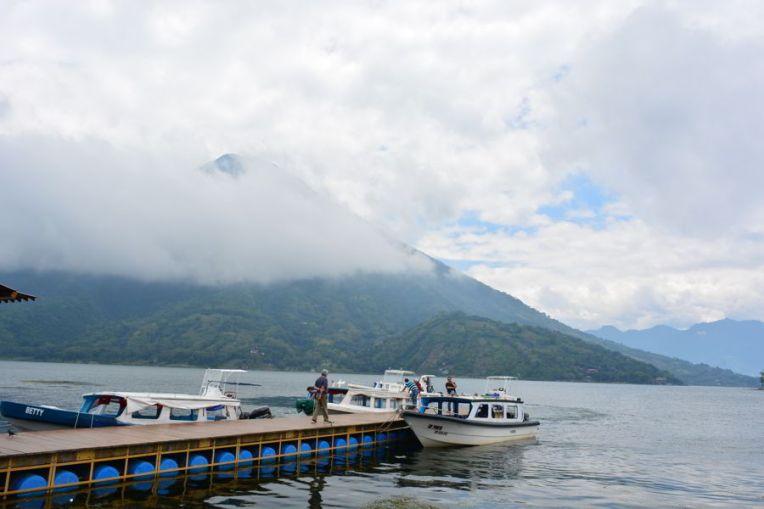 Os barcos no lago Atitlán
