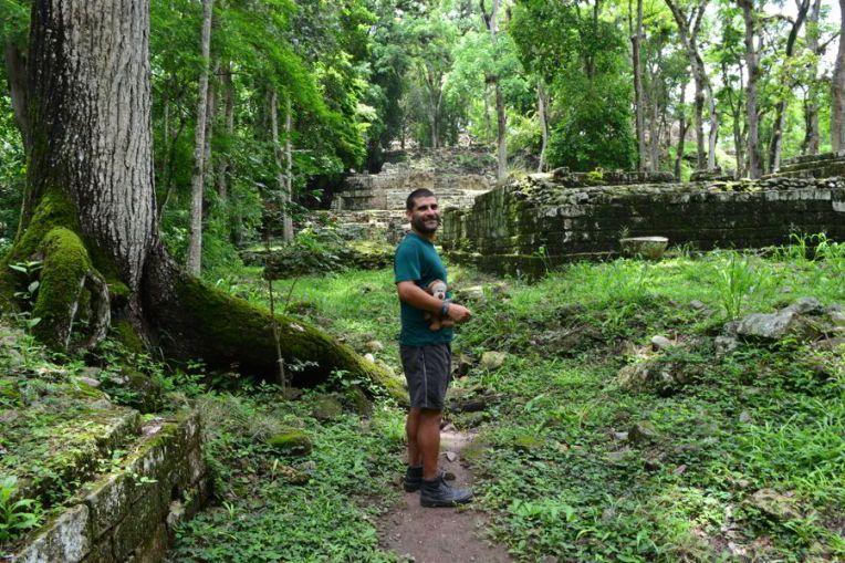 Caminhando pelas ruínas de Copán