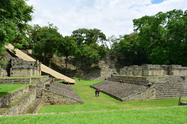 O Campo de Bola, onde se jogava um esporte similar ao nosso futebol, em Copán