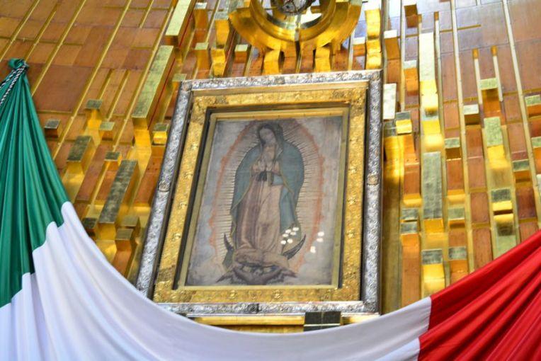 O manto indígena original, estampado com a imagem da Virgem de Guadalupe.