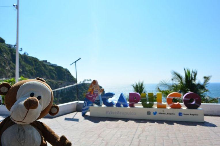 Mucuvinha no letreiro de Acapulco