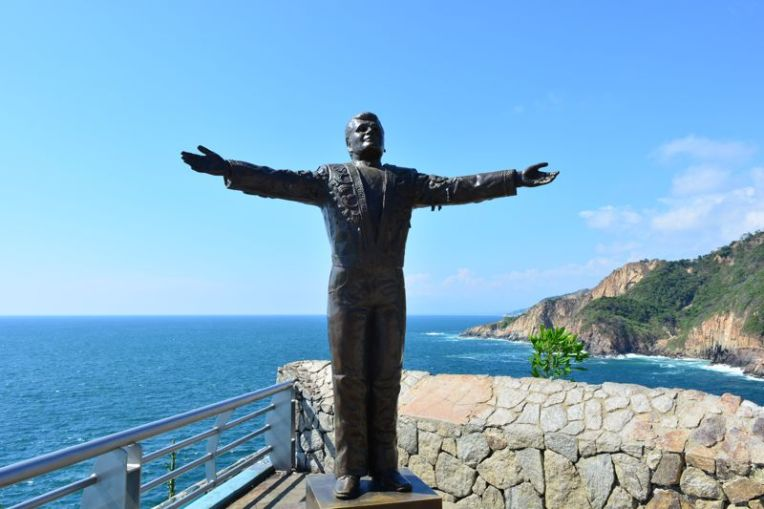 Estátua de Juan Gabriel em Acapulco