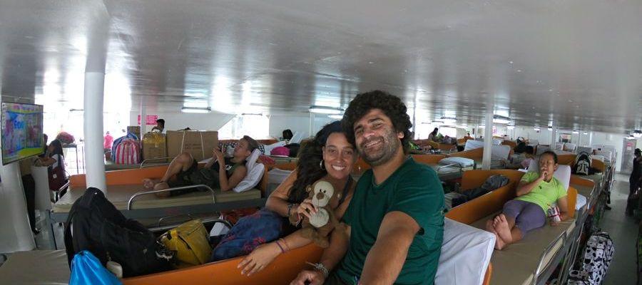 Classe econômica do barco da 2Go Filipinas