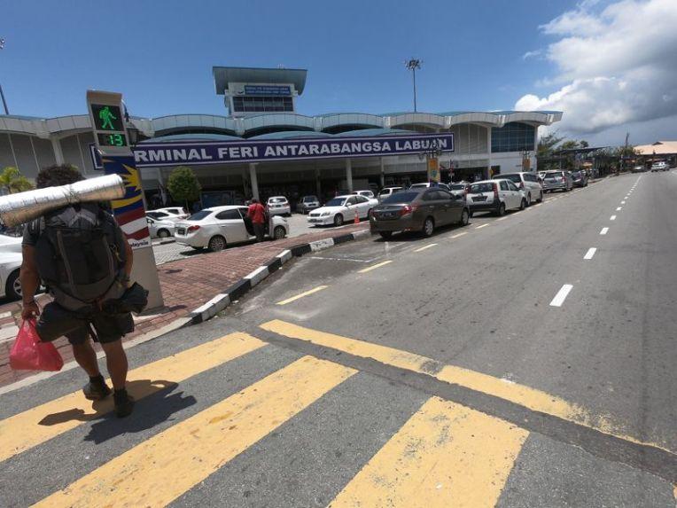 O terminal de ferry de Labuan