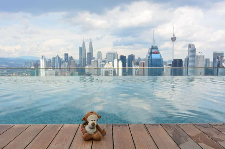 Piscina com borda infinita - Kuala Lumpur