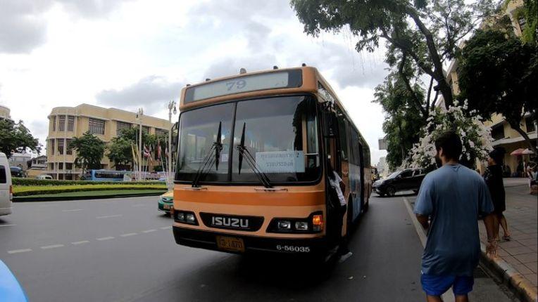 Ônibus que leva ao mercado flutuante Taling Chan