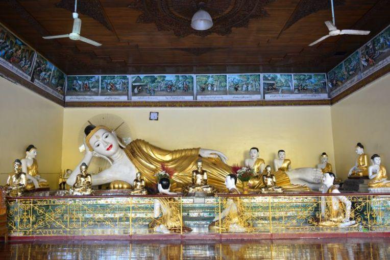 Estátua do Buda em Shwedagon
