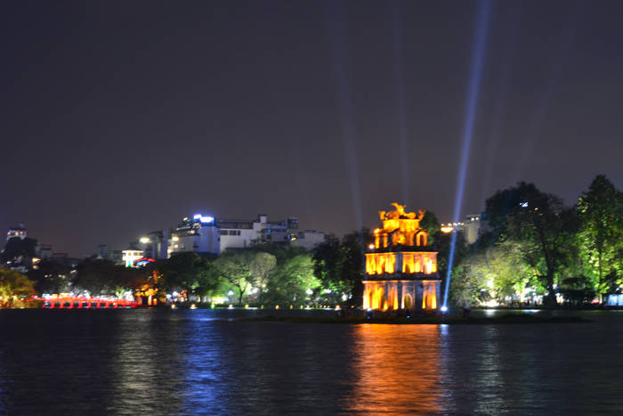 Lago Hoan Kiem de noite