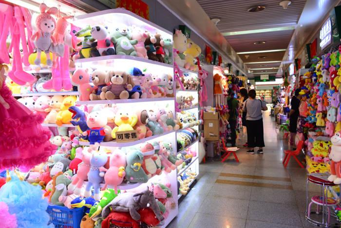 Setor de brinquedos na Feira de Yiwu