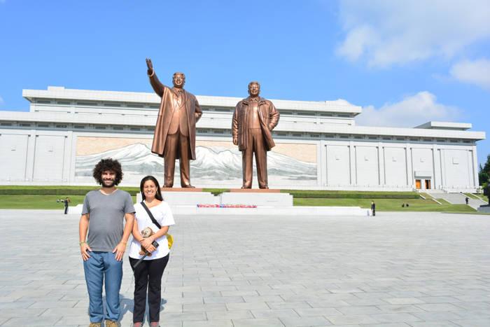 Estátua dos líderes na Coreia do Norte